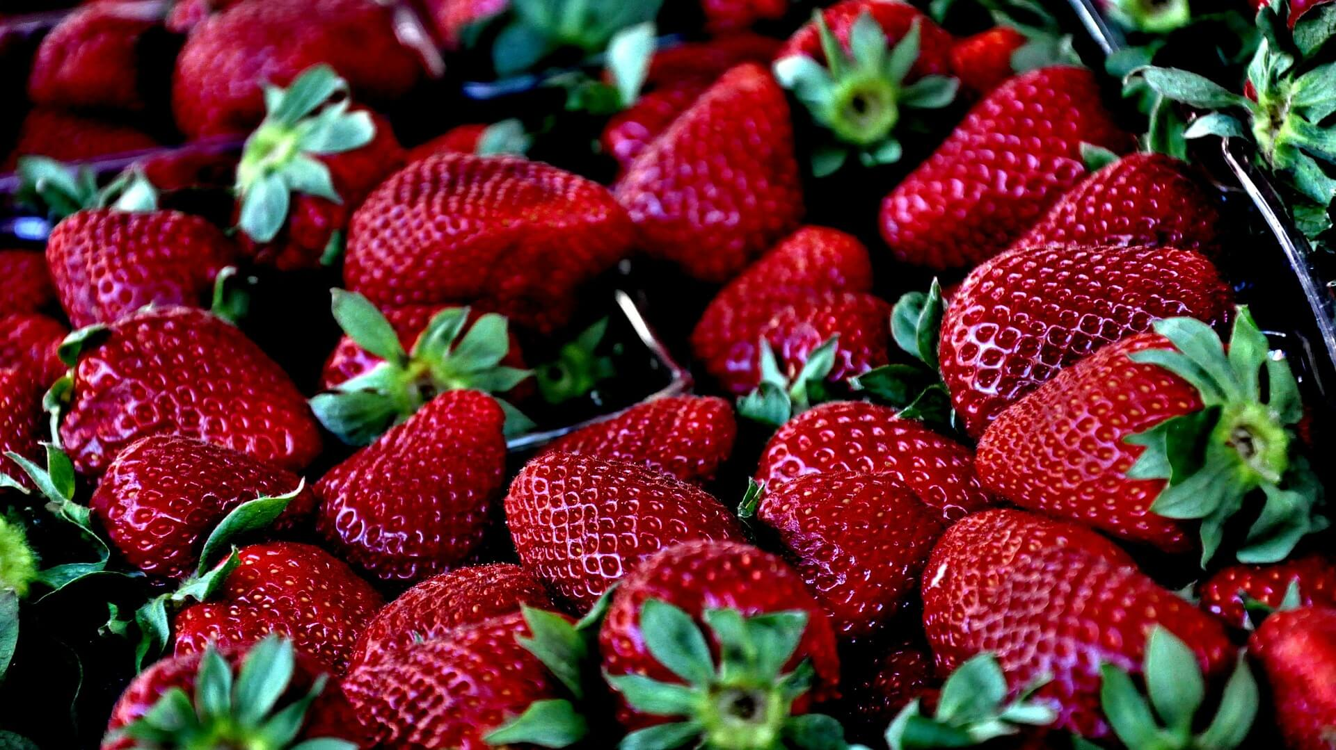 strawberries natural teeth whitening
